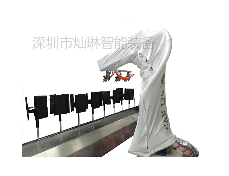 Automatic line tracking spraying system